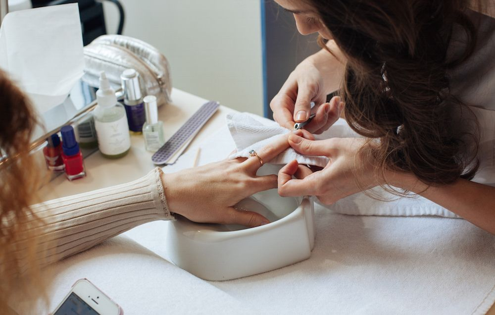 6 Signs You Should Walk Out of a Nail Salon ASAP