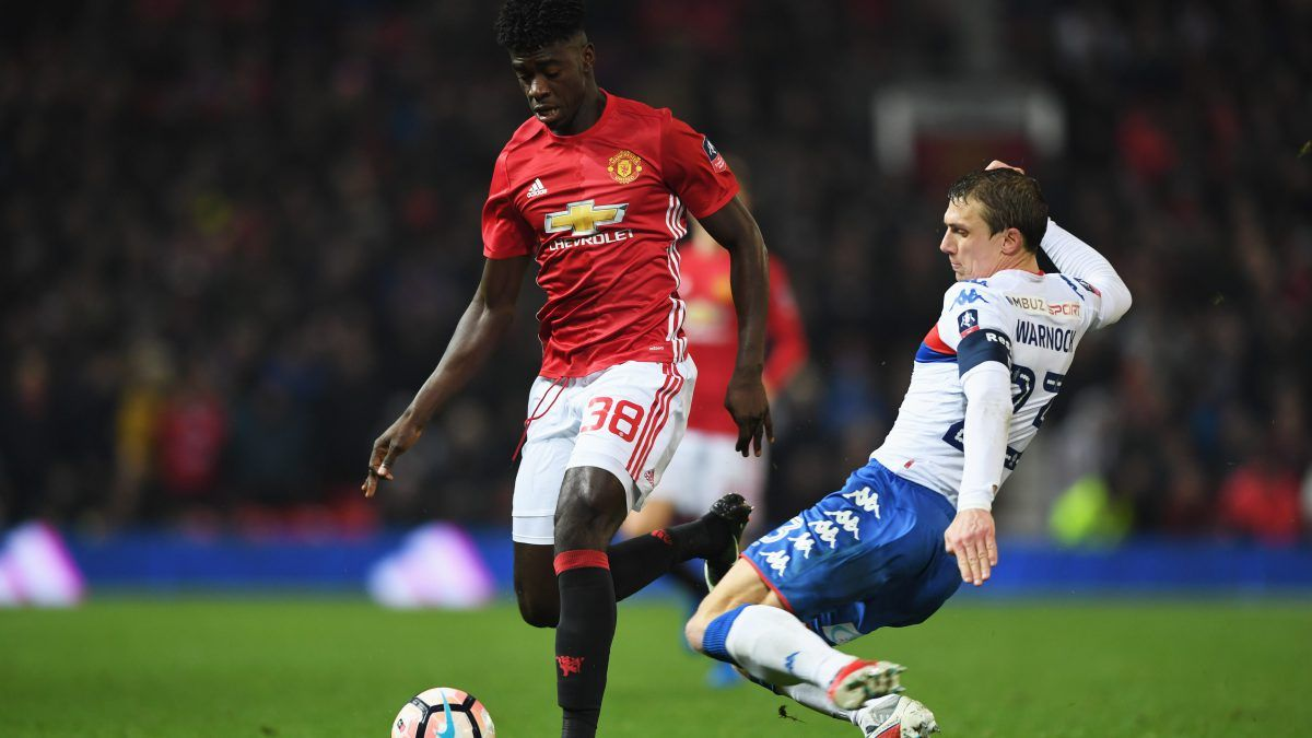"Mourinho: Man Utd defense ""in trouble"", drafting in Tuanzebe"