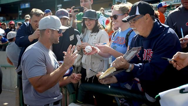 Home or road, Tebow drawing fans in droves