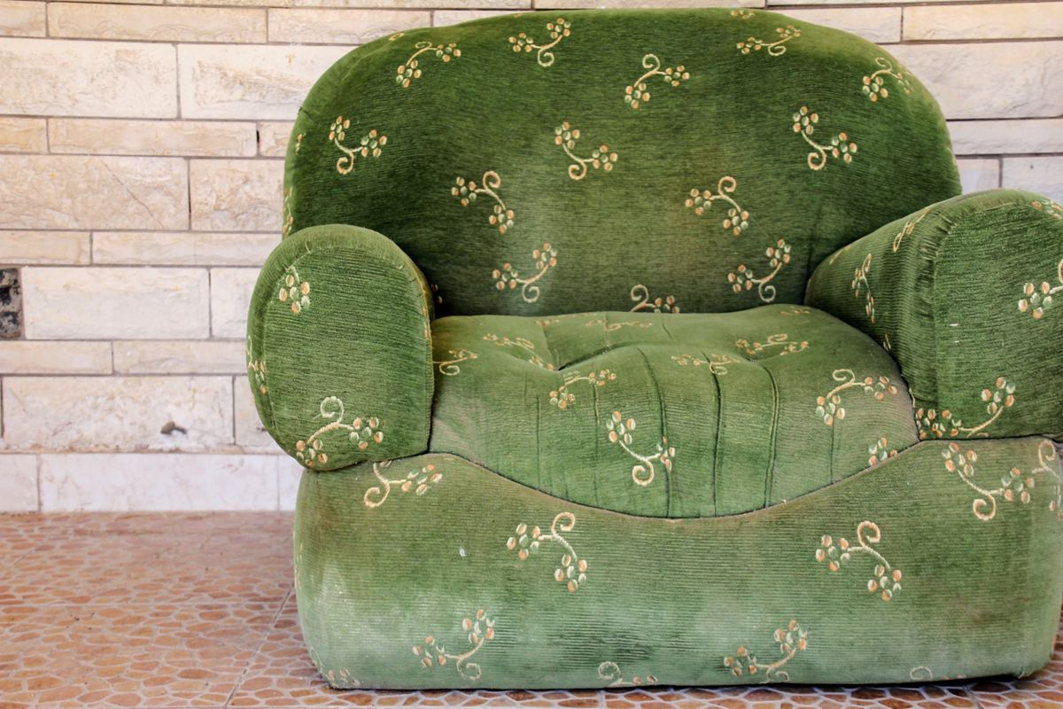5 Signs You Need Have Upholstered Furniture Cleaned