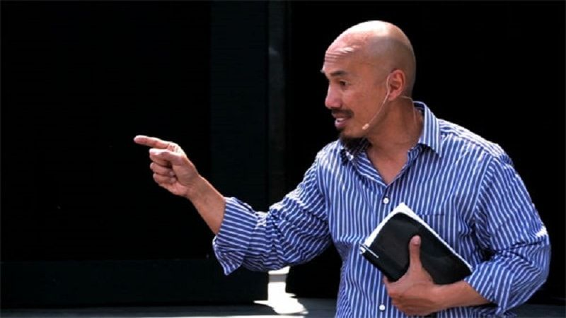 Jehovah's Witnesses Try To Convert Francis Chan, Until He Gives An Answer That Makes Them Run Away