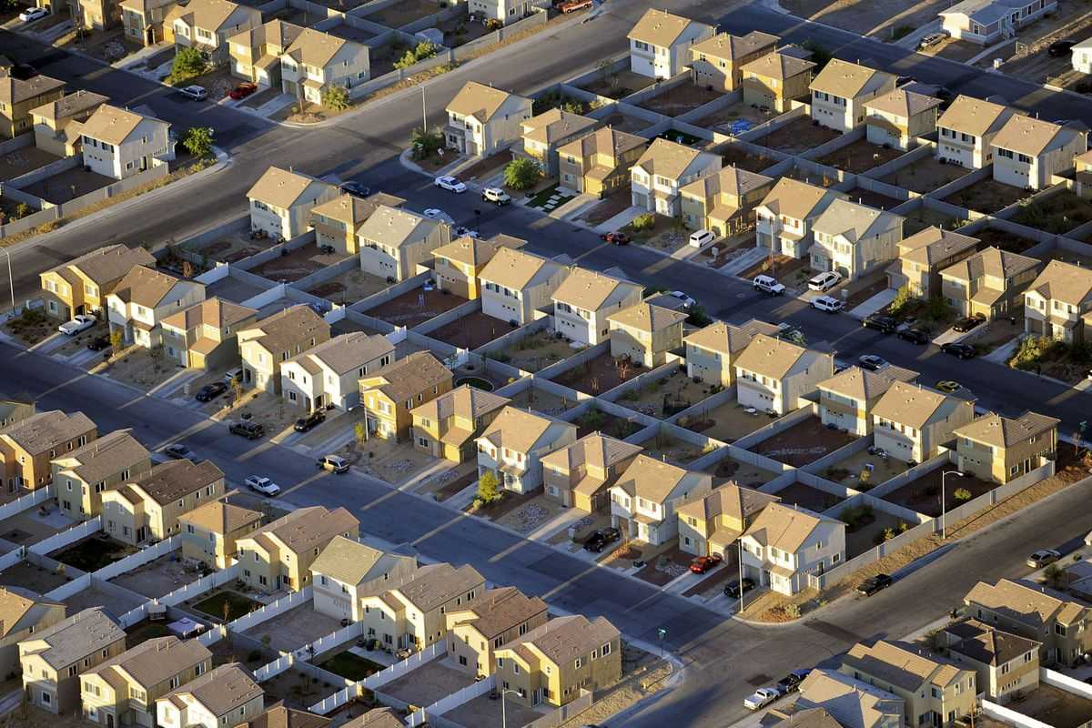 Falling Mortgage Applications Cloud U.S. Housing Outlook