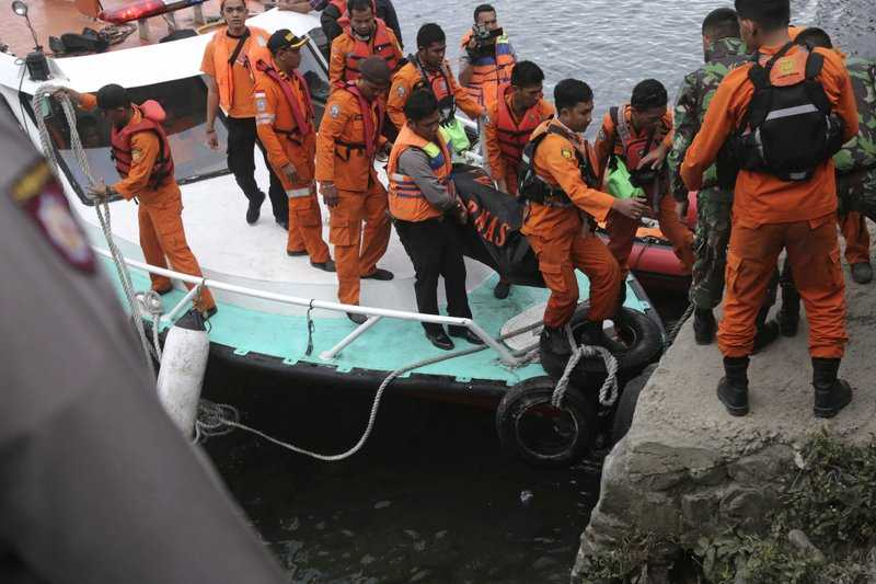 Families plea for bigger search for 178 from Indonesia ferry