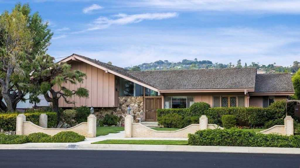 Tourist Mecca or Teardown—What's Going to Happen to the 'Brady Bunch' House?