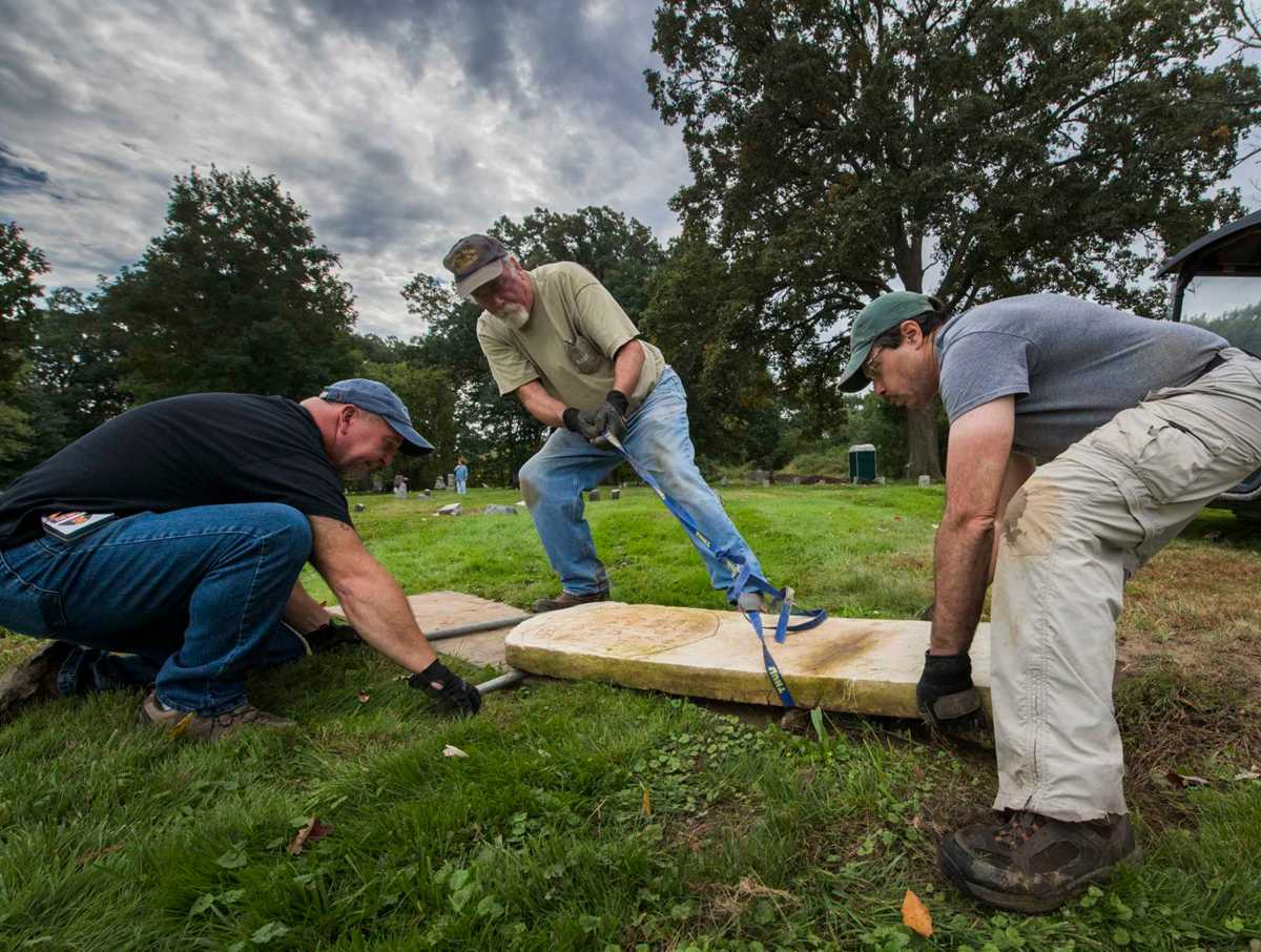 Photos: Volunteers help restore veterans' gravesites