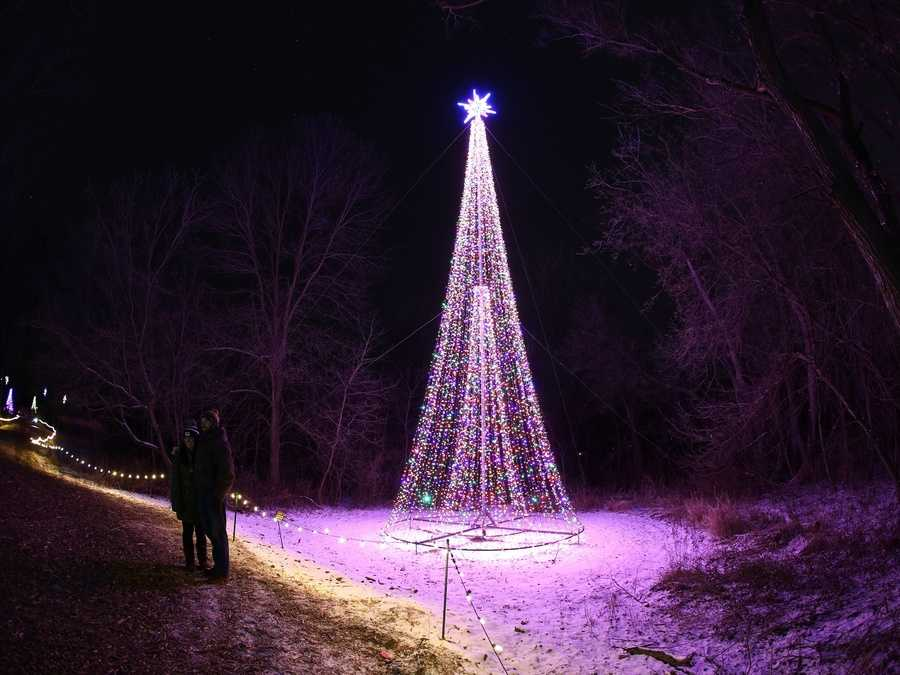 Annual 39 garden of lights 39 returns to green bay botanical - Green bay botanical gardens christmas lights ...