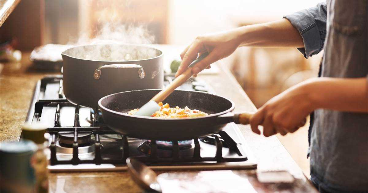 7 exercises you can do while cooking dinner