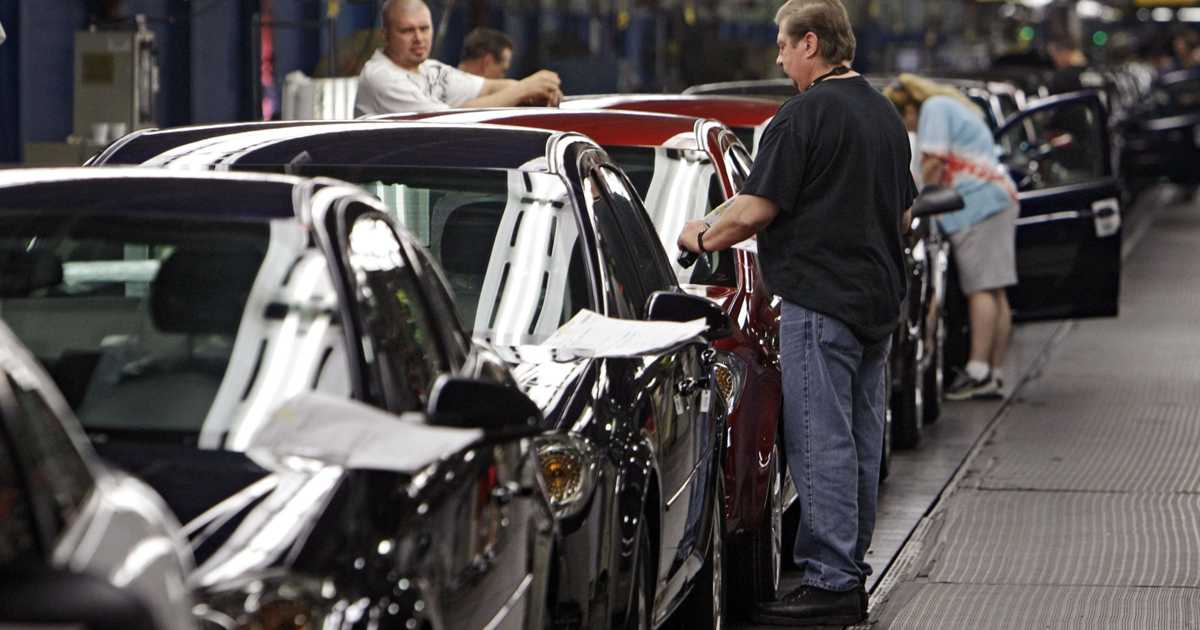 GM's plan for plants sets stage for union bargaining