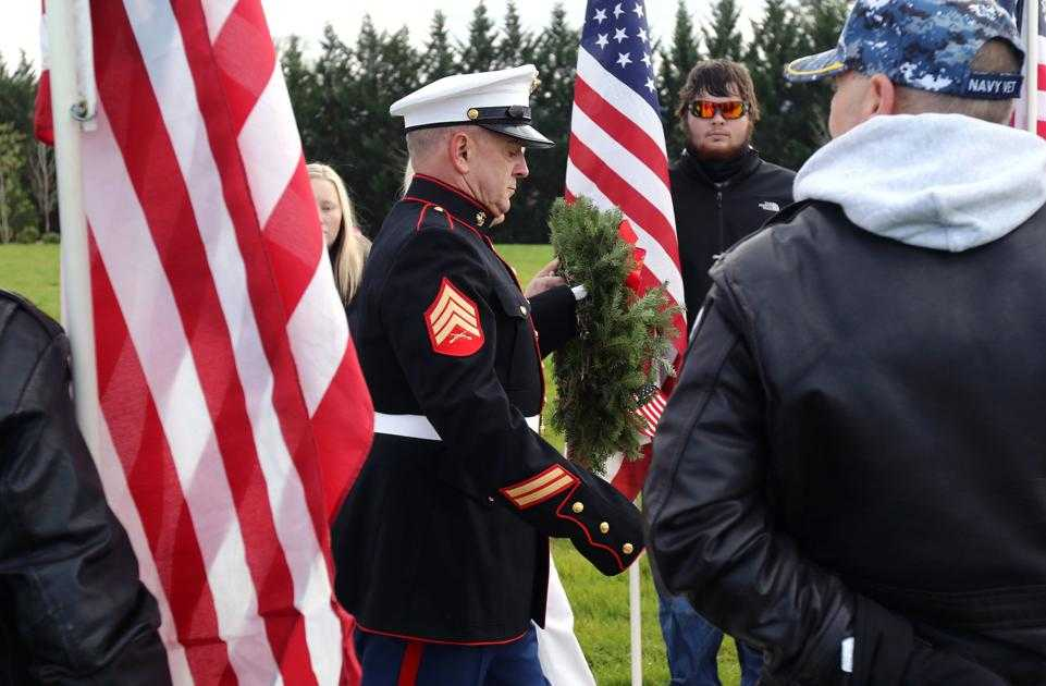 Wreath ceremony at Roseburg National Cemetery to honor veterans