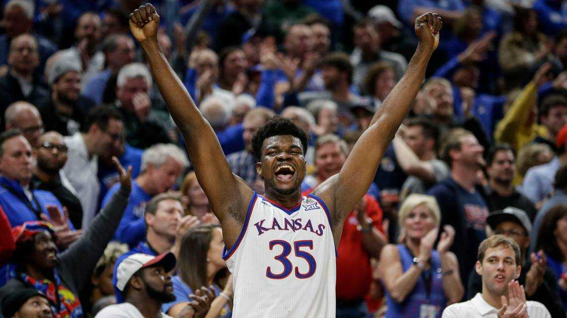 Saddled with 'bad sprain,' Azubuike exhibits 'great attitude,' KU assistant says