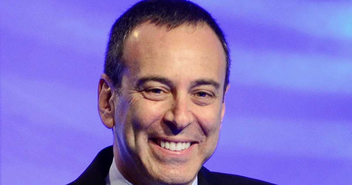 Sears chairman Eddie Lampert offers to buy Sears out of bankruptcy, including 500 stores