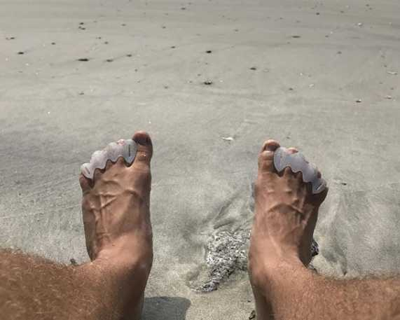 Why you should start wearing toe spreaders