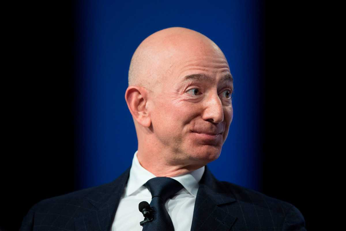 Jeff Bezos' body guard is 'crazy handsome'