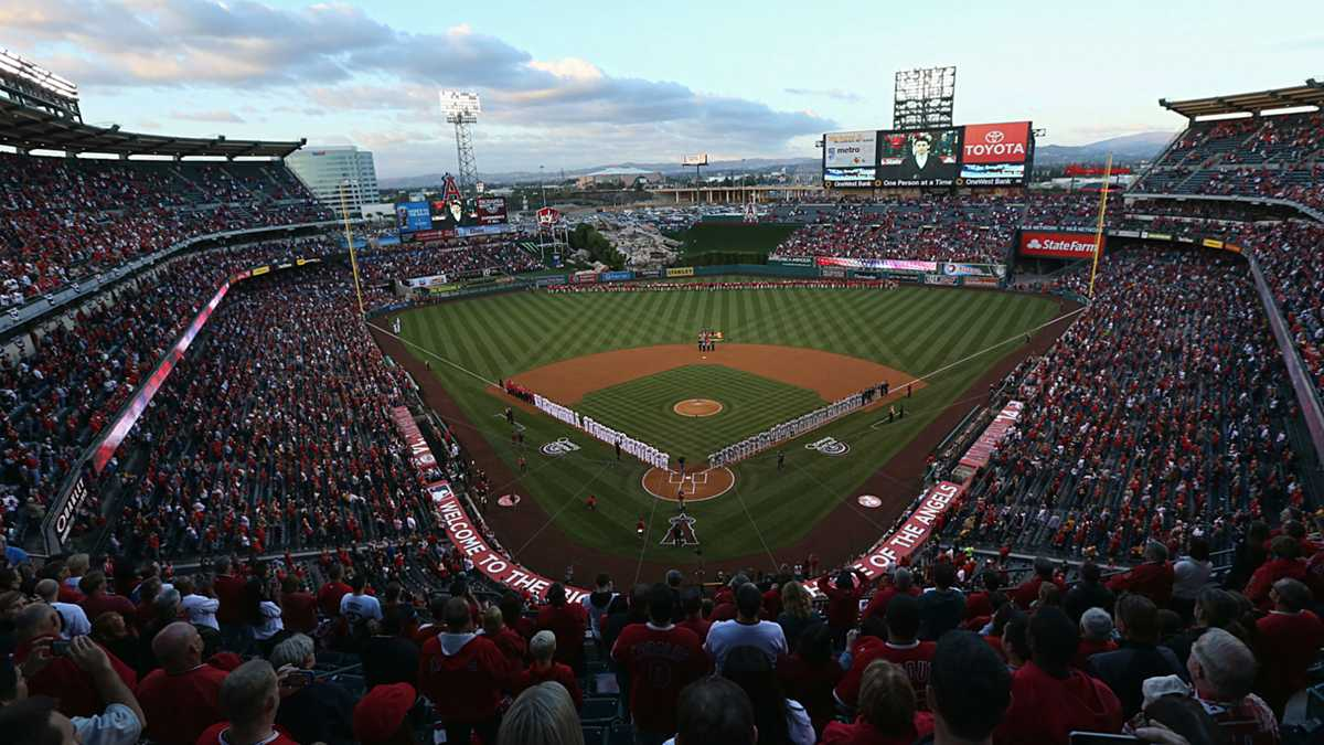 Anaheim, Angels hope to buy time for stadium-lease talks