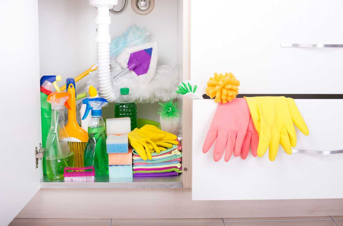 12 habits people with clean, organized homes have in common