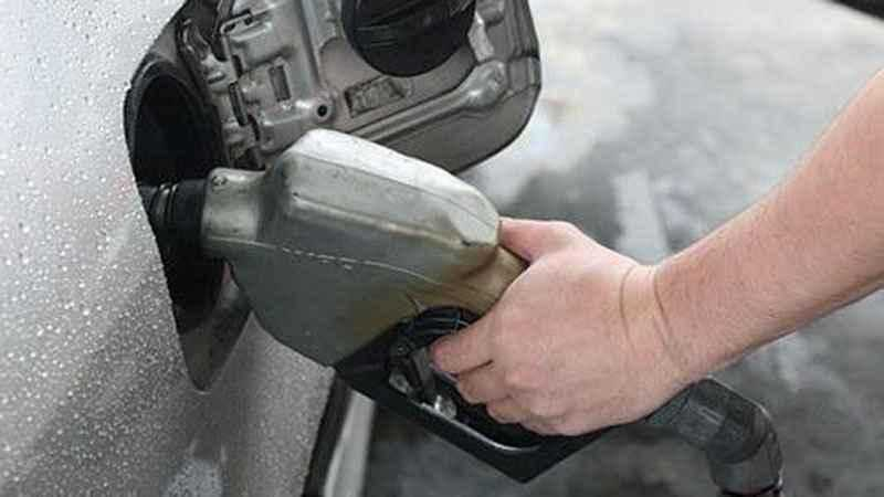 Average US price of gas drops 12 cents per gallon to $2.31