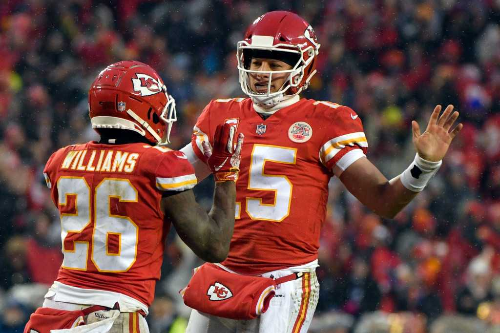 Chiefs beats Colts, await winner of Chargers vs. Patriots in AFC title game