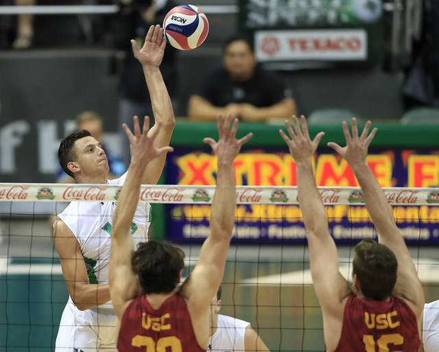 Hawaii volleyball team sweeps USC for tourney title