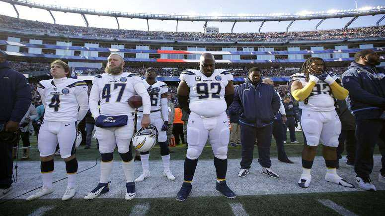 Moment of silence for daughter of Chargers' Brandon Mebane