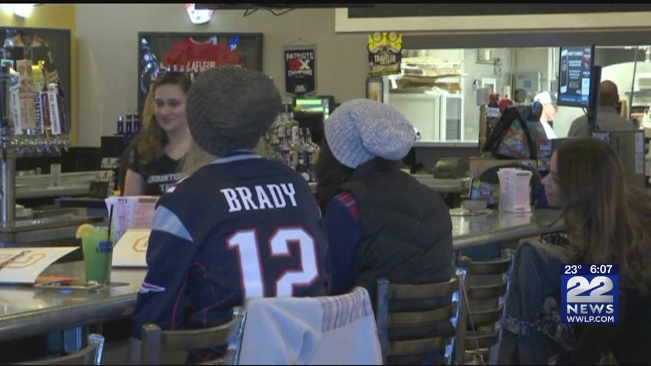Patriots' playoff football means great business for local bars