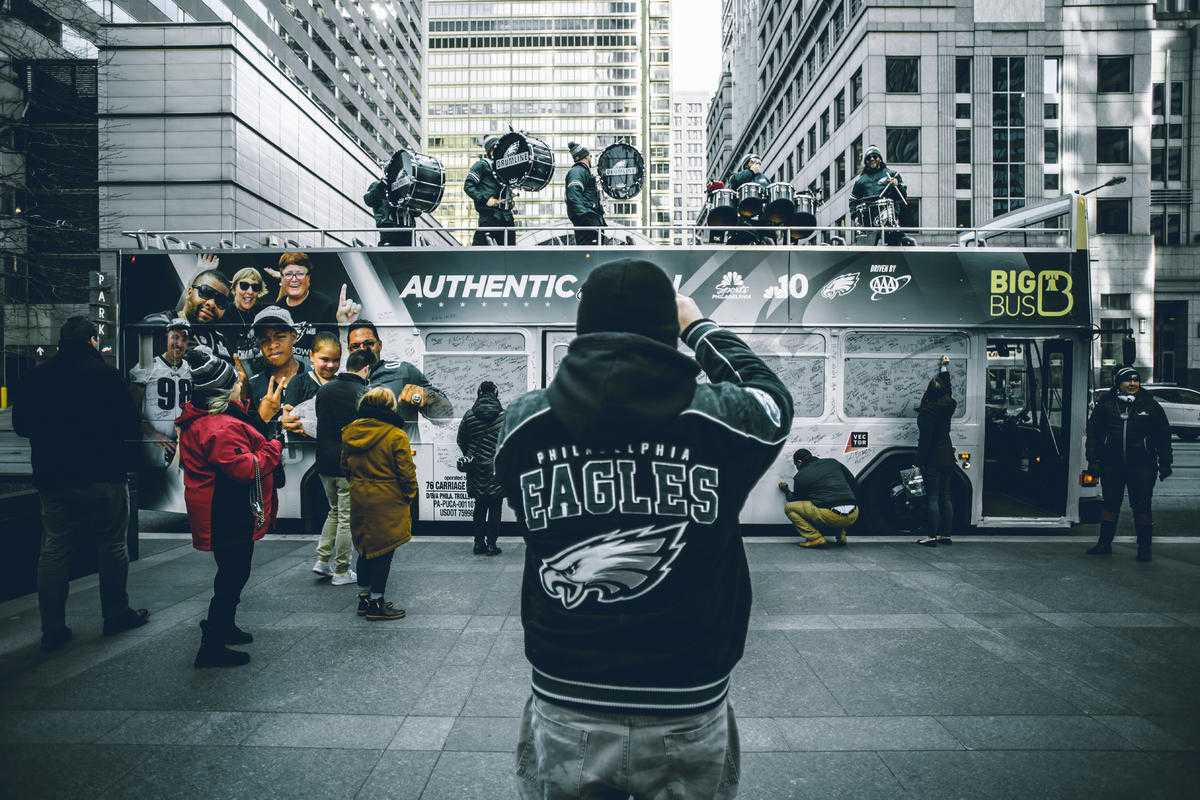 PHOTOS: Fans Rally in Philly at Eagles 'Road to Repeat' Bus