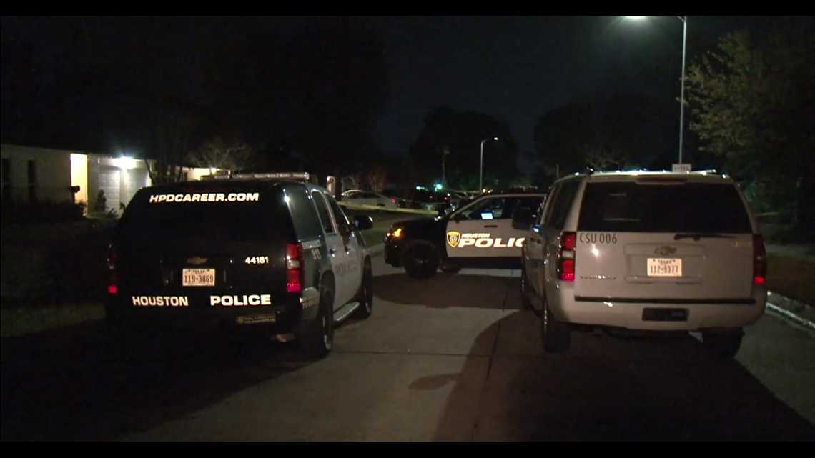 Police looking for suspect who injured man in shooting in SW Houston