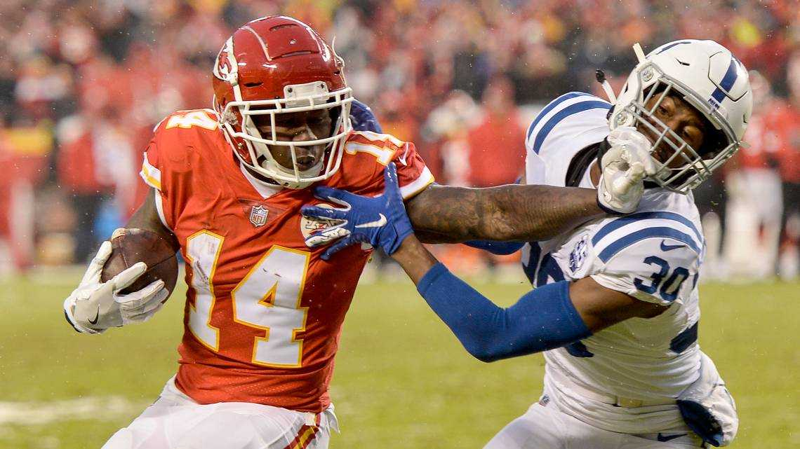 Sammy Watkins' return bolsters Chiefs offense in playoff victory over Colts