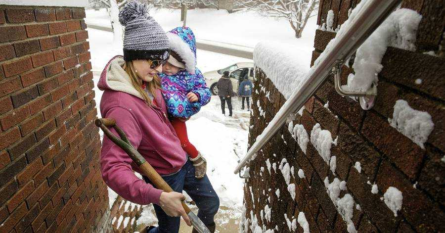 Winter Storm Kills at Least 10, Brings Widespread Outages
