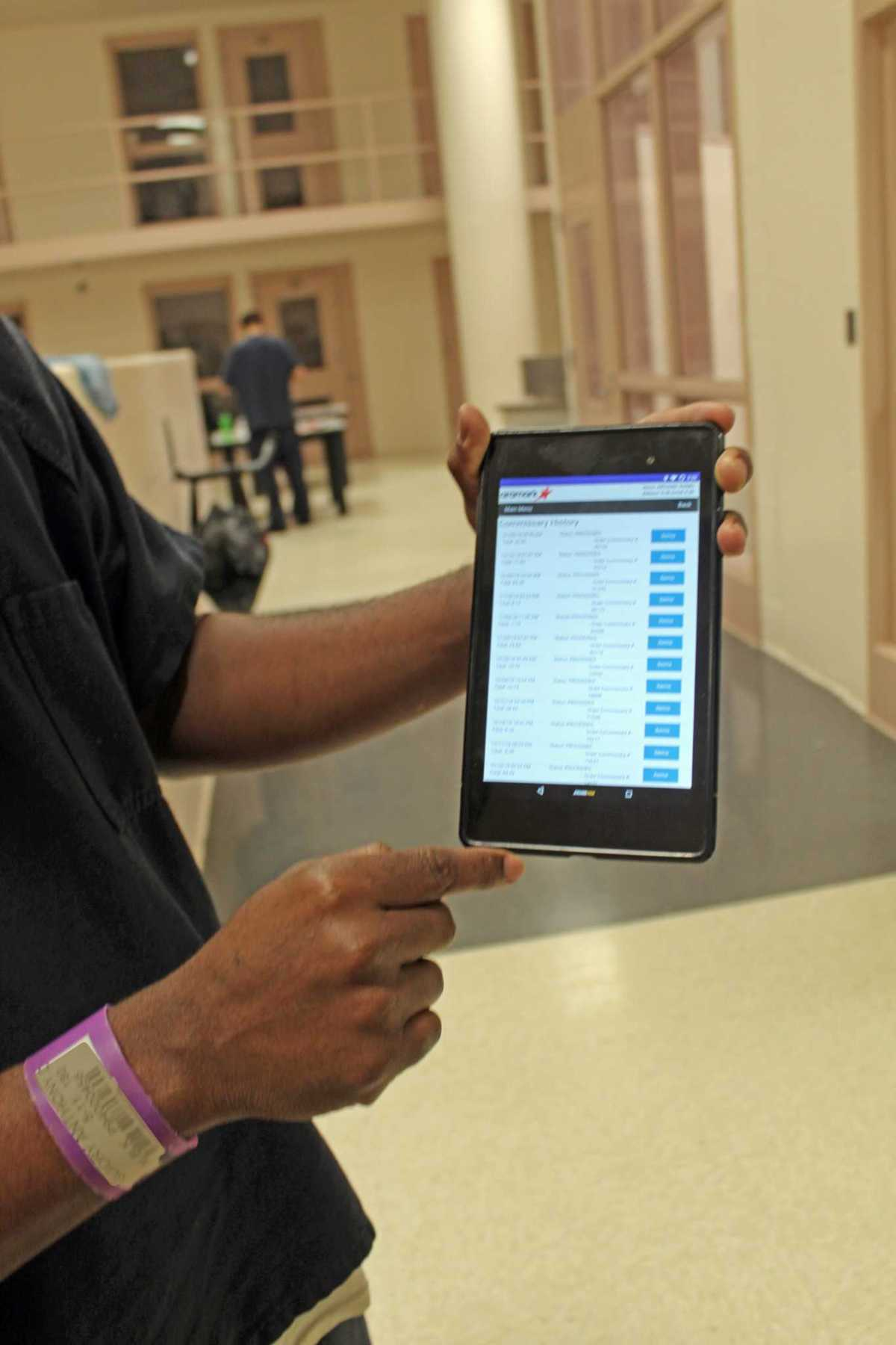 Fort Bend County Sheriff's Dept. pilots computer tablet program for inmates