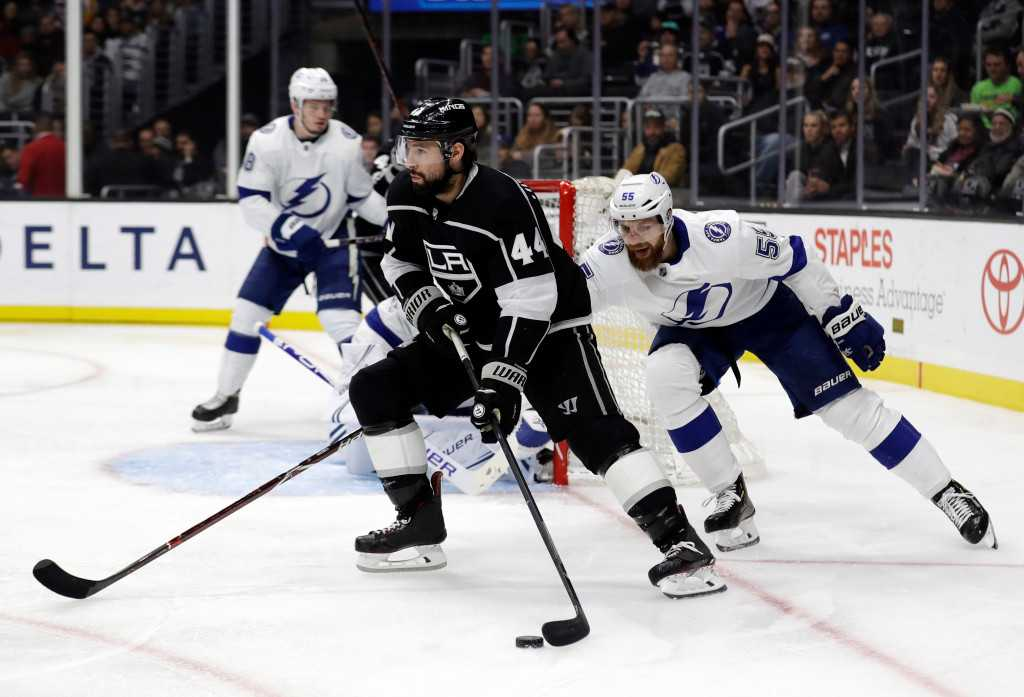 Kings trade Nate Thompson to Canadiens for draft pick