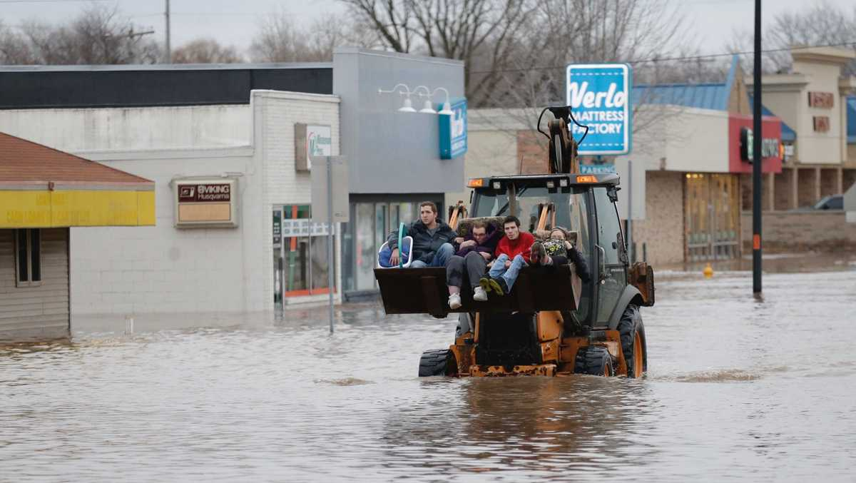Flooding intensifies in Fond du Lac as rush hour passes; more residents evacuated