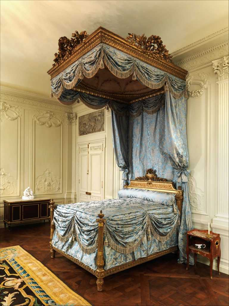 The New York Doyenne Who Gave Her Fine French Furniture to the Met