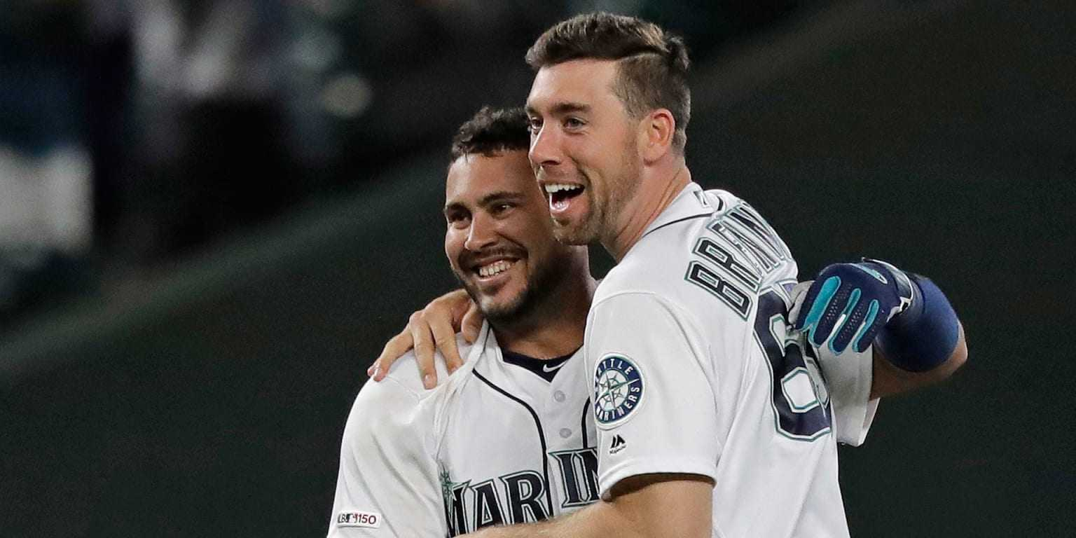 Home, sweet home: Mariners rally to win in 10th