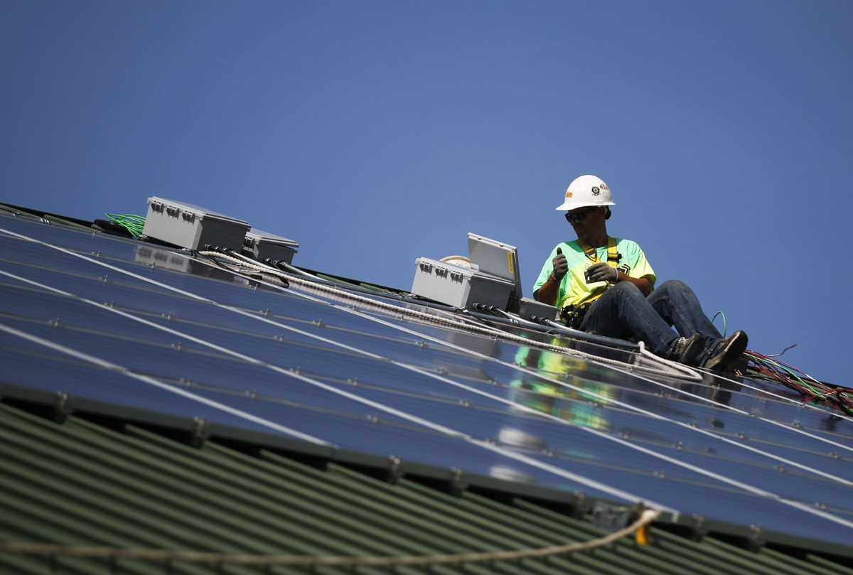Solar installers, wind turbine techs fastest growing jobs in the nation