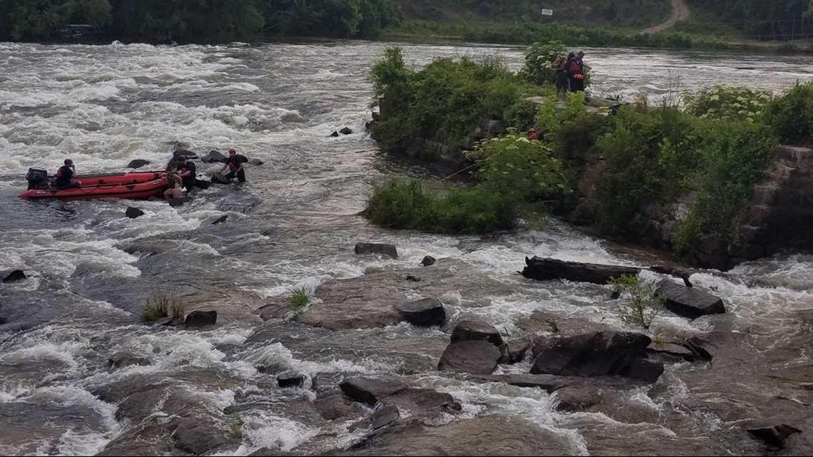4 people rescued from Saluda River near Riverbanks Zoo
