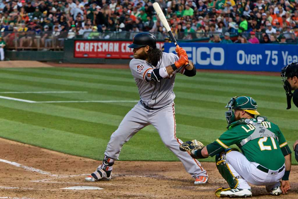 Giants bats wake up for 11-hit attack to beat D-Backs