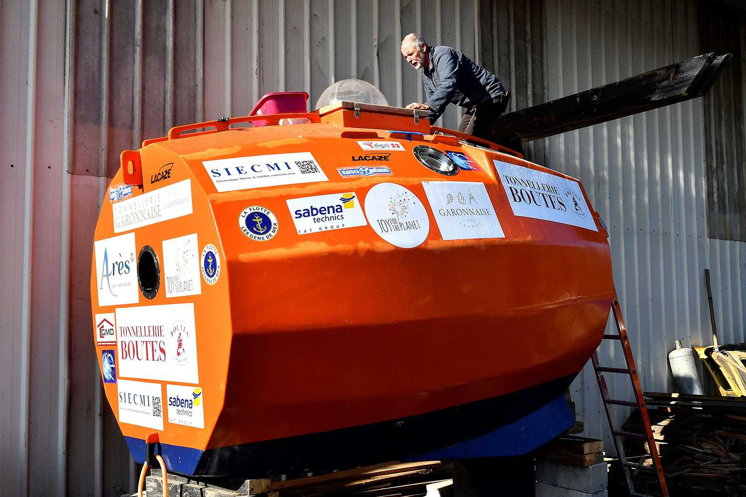 A 72-Year-Old Crossed the Atlantic in an Unpowered Wooden Barrel