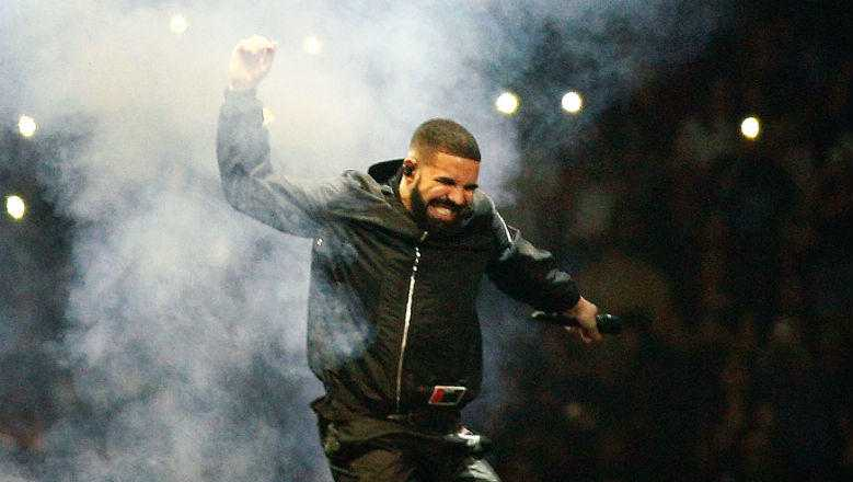 Drake Receives A $550,000 OVO Jacket From The Toronto Raptors: See The Gift