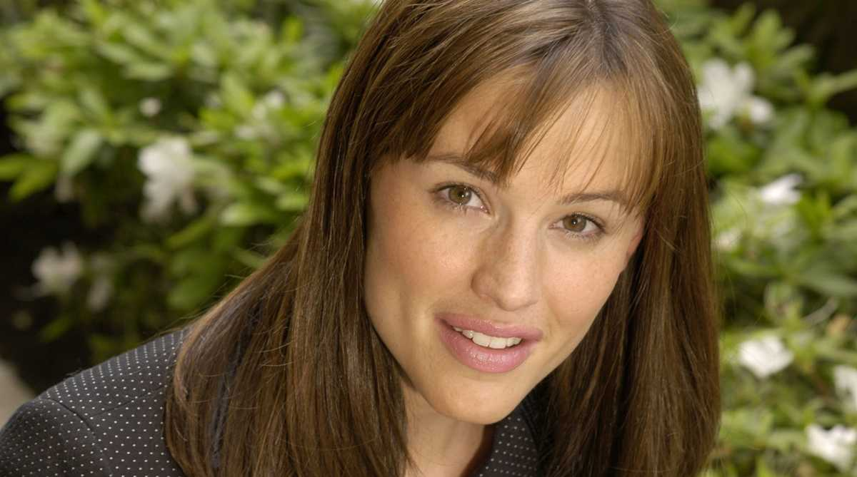 Actress Jennifer Garner visits Deming, New Mexico, to meet immigrant families