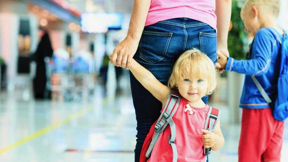 Healthy Kids: Tips for traveling with small children during the holidays