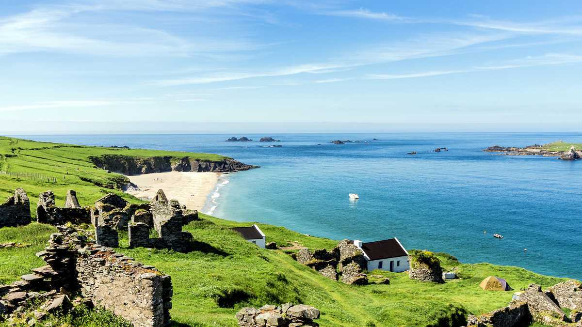 Dream job alert! Remote Irish island is looking for two people to run its coffee shop