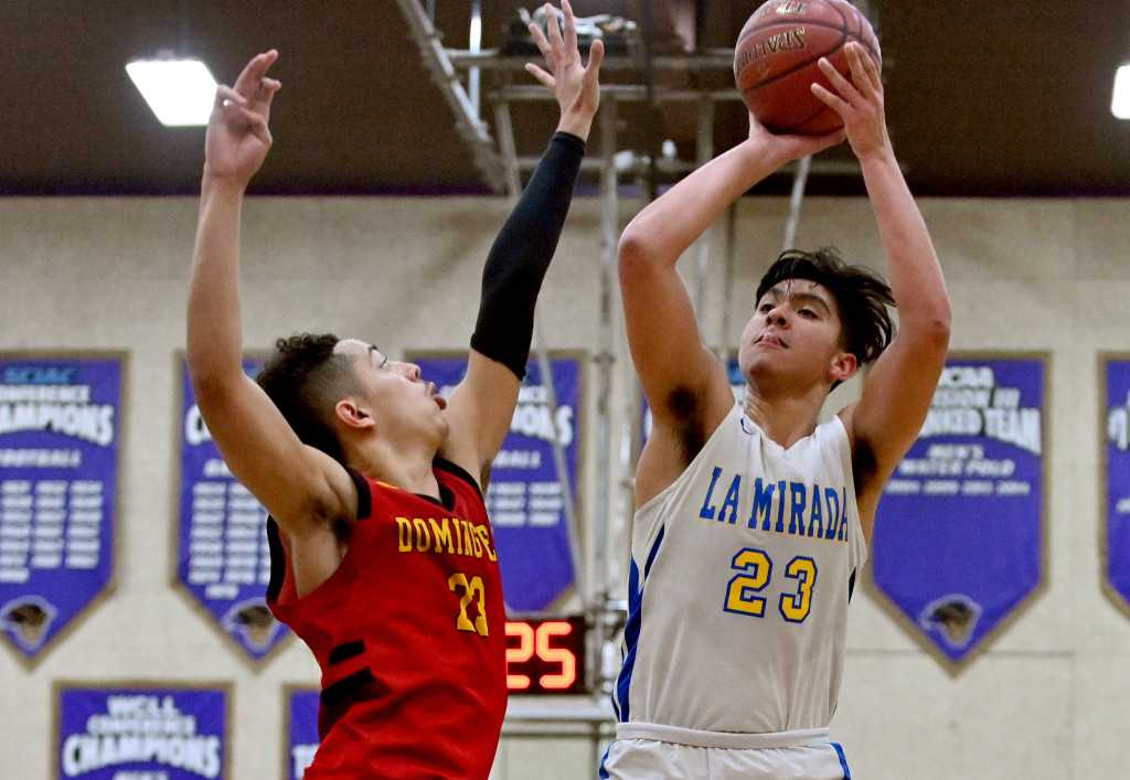 Ochoa's big fourth quarter lifts La Mirada to win over Dominguez in boys basketball playoffs
