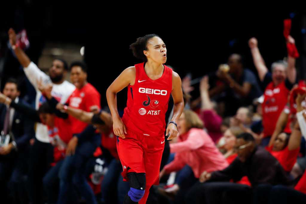 Sparks won over Kristi Toliver by offering three-year deal, familiarity
