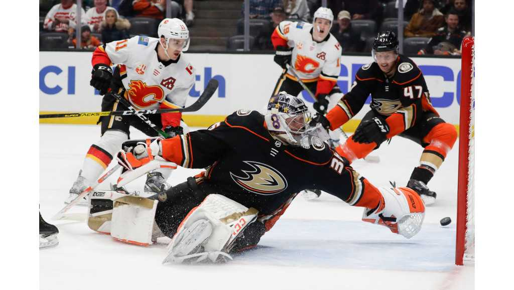 Ducks start poorly and are shut out by Flames