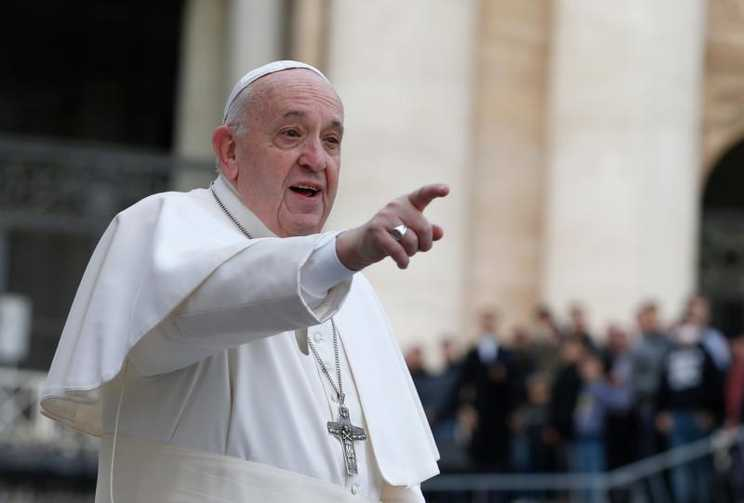 Pope Francis: Shut off cellphone, open Bible for Lent